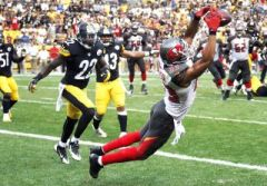 Vincent Jackson catches game winning pass against Steelers